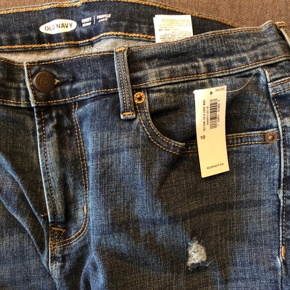 Mid-Rise Distressed Curvy Jeans